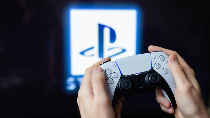 Survey Finds PlayStation Gamers Are Smarter Than Those Who Play Xbox