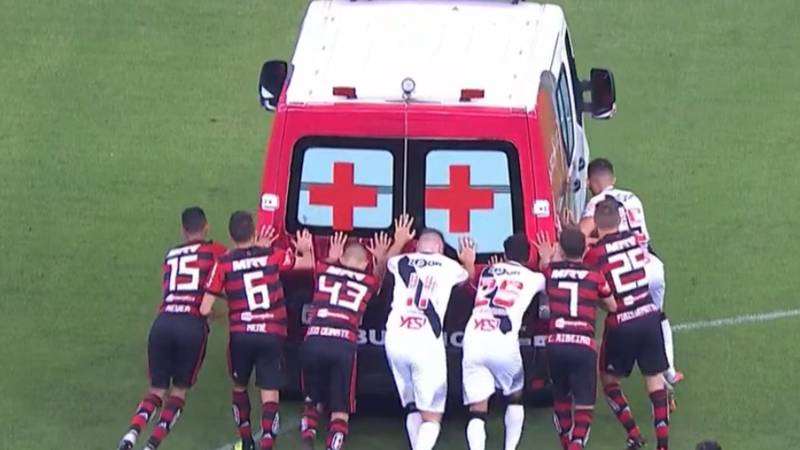 Flamengo And Vasco da Gama Players Have To Give Ambulance Push-Start On Pitch