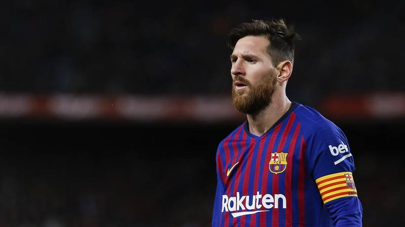 Lionel Messi Creates Space Simply By Standing Still