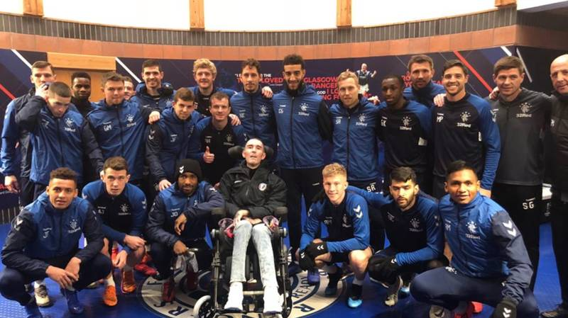 Steven Gerrard And Rangers Squad Pose For Photo With Fernando Ricksen On Visit to Training Ground