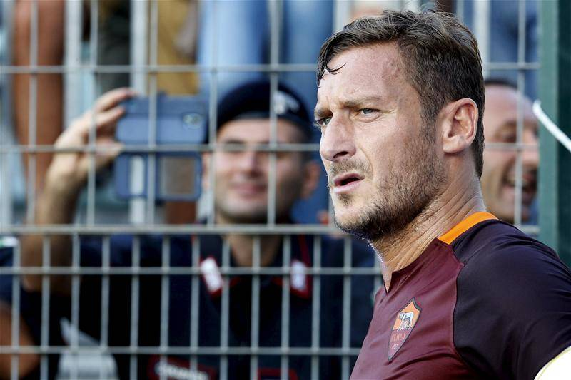 A Closer Look Into Francesco Totti's Special Armband