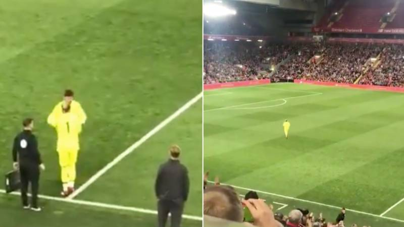 Loris Karius Receives The Most Incredible Standing Ovation On His Return To Anfield