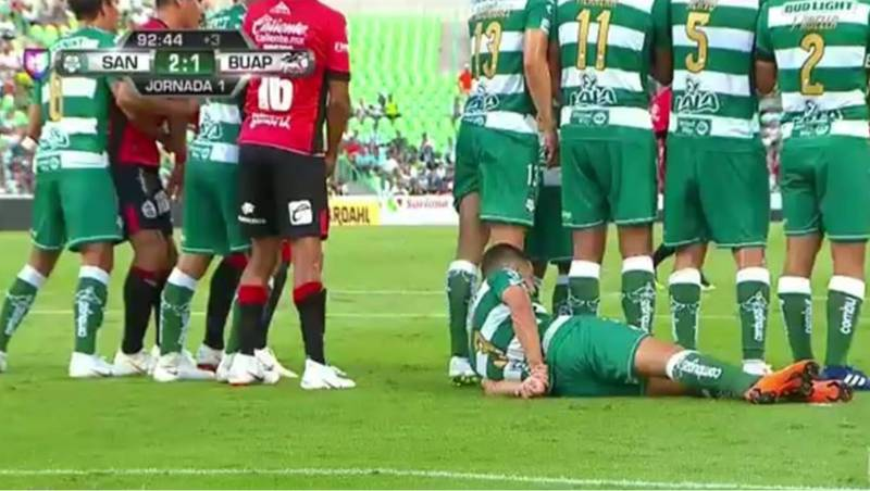 This Is How Liga MX Side Santos Laguna Defend Free-Kicks
