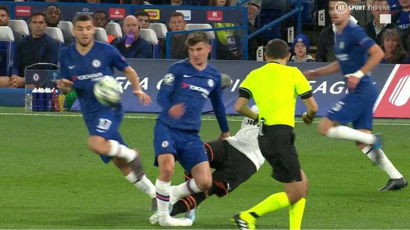 Mason Mount Hobbles Off For Chelsea After Horror Tackle From Francis Coquelin