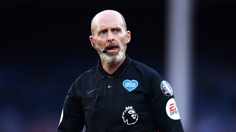 2020/21 Premier League Referees Salaries Revealed With Mike Dean The Highest Earner