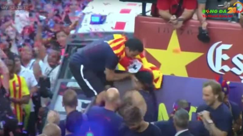 Why Xavi Shoved Neymar In The Face During Barcelona's Open-Top Bus Parade