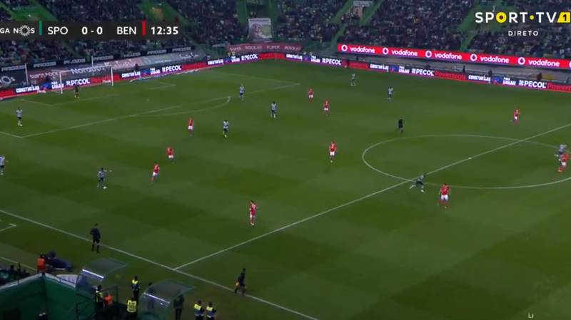 Bruno Fernandes Gets Manchester United Fans Excited With Ridiculous 60-Yard Pass